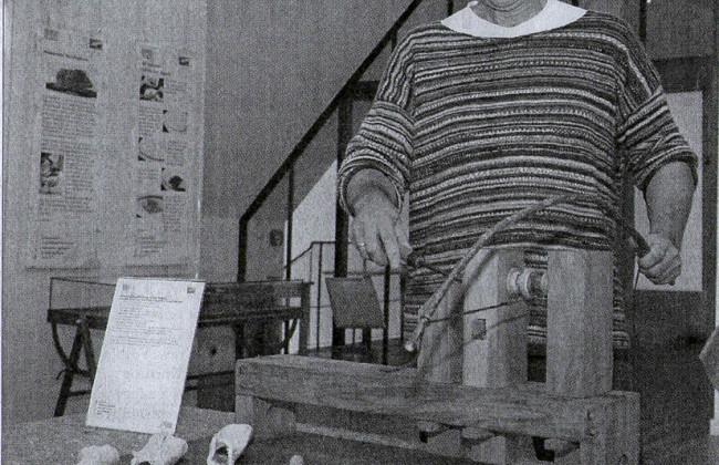 Nach Vorbildern aus dem alten Rom: Museum Axel Fahl-Dreger zeigt die Arbeit an einer Drechselbank. (Foto: Ic)